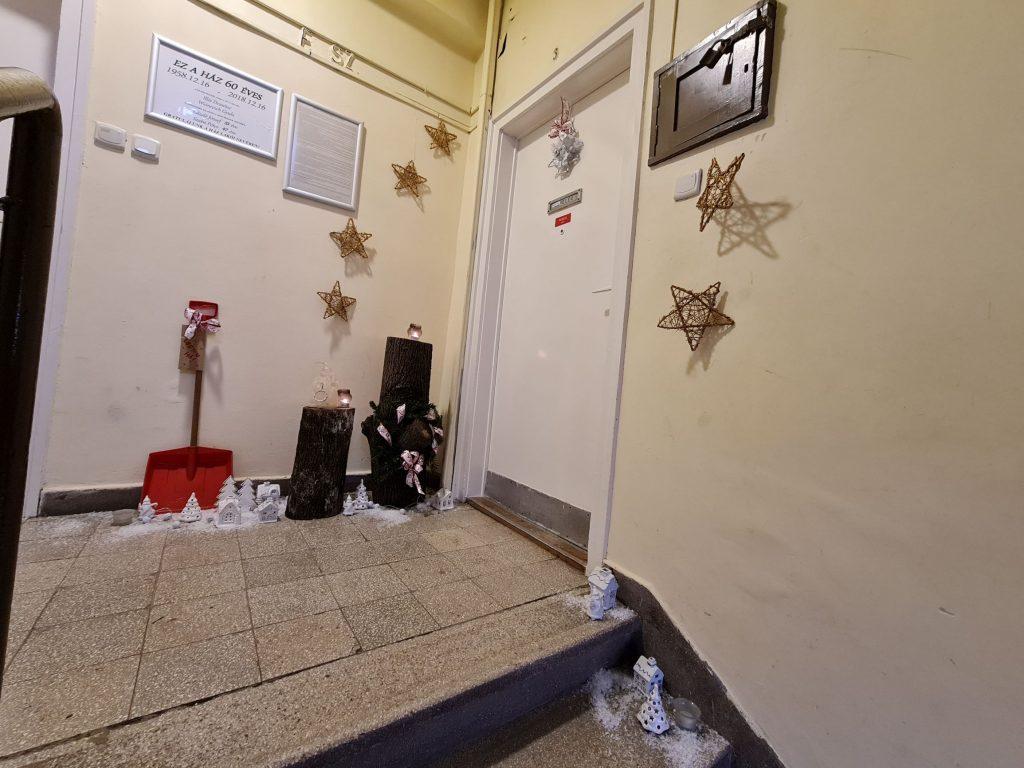 Karácsonyi lépcsőház Pécsett